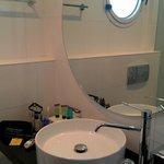 Ванная комната в сингл Тель-Авив для манекенщиков и моделей не пойдет: крохотуля
