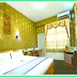 Executive Room with Garden Balcony and Mandalay Hill View