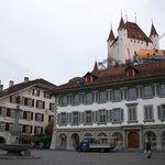 Vista del castello dal centro di Thun