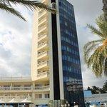 L'hôtel vu de profil (12 étages en tout)