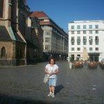 En la plaza donde está ubicado en el Hotel Ones en Leipzig.