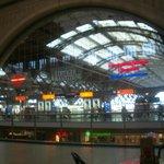 Estación del tren en Leipzig , muy cerca del Hotel One.