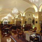 Todos los servicios de la restauracion del hotel Raffles tienen nivel Premium a precios razonabl