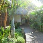 Chalet im tropischen Garten