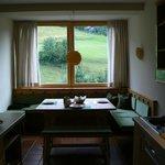 sala da pranzo con vista sulle montagne