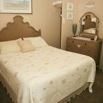 Cottage 7 master bedroom