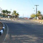Rua da frente da pousada em direção ao porto