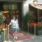 a entrada do hotel.