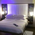 Chambre grand lit, un peu bas