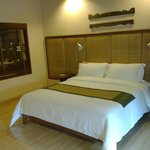 Room - comfy bed