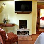 Todas las habitaciones tienen TV de pantalla plana con canales de cable