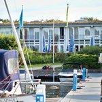 Hotelansicht vom Hafen aus