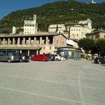 piazza addiacente con vista sui monti