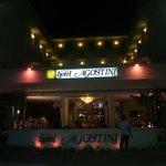 L' hotel visto di sera!