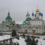Монастырь зимой.