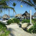 Vista de Playa-Piscina / Sea View-Pool View