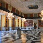 Большой зал с гобеленами