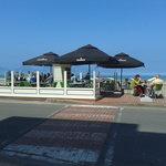 face à la mer ,terrasse ensoleillée
