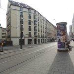 Hotel visto dalla fermata del tram