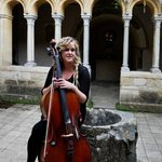 Beatrice Newman cellist at The Cloisters, Iford