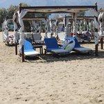 Вип-лежаки на пляже