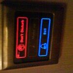 Сенсоры у двери в номер - вместо табличек