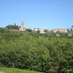 Il borgo di Montecarlo dalla piscina