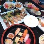 Суши-сэты на столе