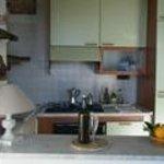 angolo cottura fornito di tutto il necessario per cucinare