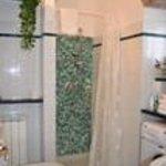 bagno fornito di lavatrice, asciugacapelli, asciugamani