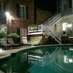 Вечер у бассейна