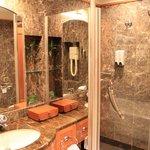 Foto de OYC Crown Prince Hotel