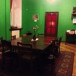 Кухня (гостинная) в хостеле