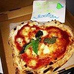Pizza margherita fantastica!Wonderful pizza margherita!