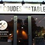 Photo of Les coudes sur la table