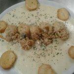 Seppioline fritte su crema di patate e porri