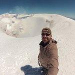 A alegria de chegar  ao topo do vulcão Villarrica