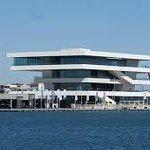 Edificio Veles y Vent en el Puerto