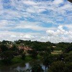 Vista do último andar do hotel com visão do lago.