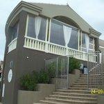 Ресторан на берегу моря.