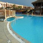 kompleks basenów na terenie hotelu
