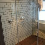 Dual shower heads, Mountain View Suite