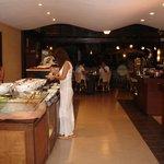 Шведский стол в ресторани Регенси