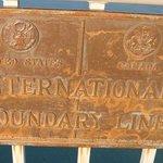 国境の看板
