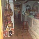 Entrada zona Tienda Gourmet y Barra