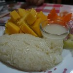 lovely mango sticky rice, mango is cold complements well with the warm glutinous rice!