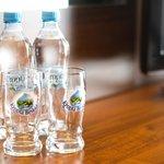 woda mineralna w pokojach / free mineral water