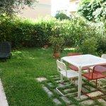 Garten mit Sitzmöglichkeiten
