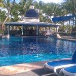 Main Pool with swim up bar
