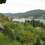 Blick vom Zimmer auf Titisee (See) + Titisee (Ort)